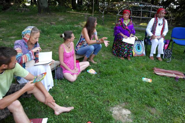 Nan Shumantla přednáší o mayském kalendáři na Hájence v Bohuslavicích