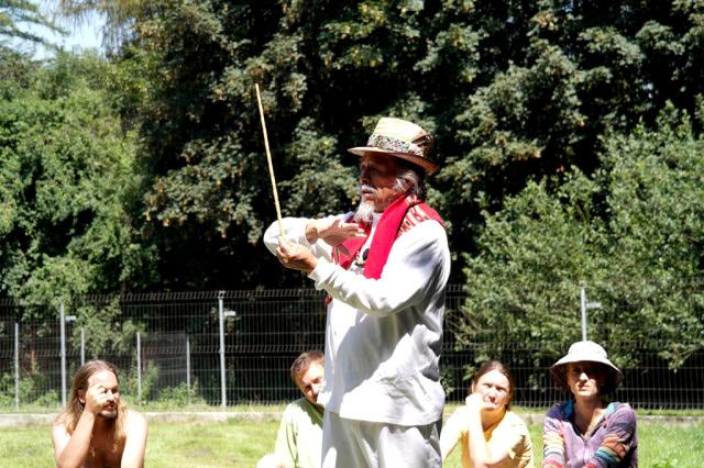 Tata Pedro přednáší o mayském kalendáři na Hájence v Bohuslavicích